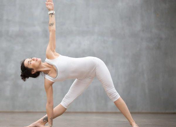 йога для позвоночника - поза треугольника