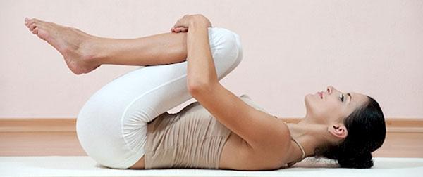 йога для позвоночника - поза освобожденный ветер