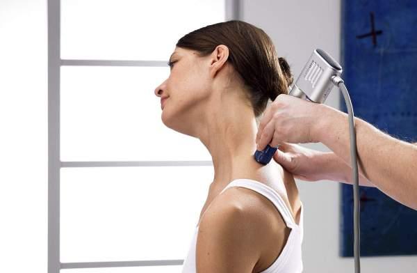 лечение вдовьего горба на шее с помощью ударно-волновых процедур